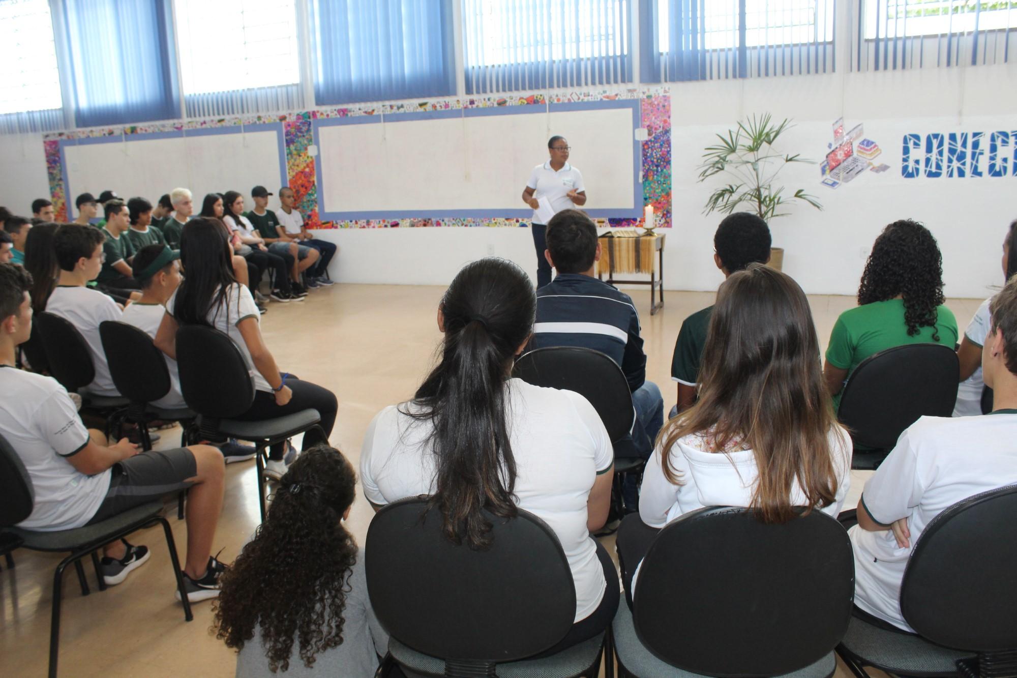 """a2d6f199ab Foi como muito entusiasmo que a Escola Técnica de Eletrônica """"Francisco  Moreira da Costa"""" recebeu os estudantes para mais um início de ano letivo"""